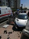 ARAÇ KAMERASI - Duvara Çarpan Otomobilin Kaza Anı Araç Kamerasında