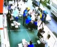 BAHÇELİEVLER - Müşterilerin Üzerine Cam Parçaları Düştü
