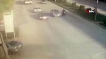 MOTOSİKLET SÜRÜCÜSÜ - Otomobil Kırmızı Işıkta Bekleyen Motosiklete Çarptı Açıklaması 1 Yaralı