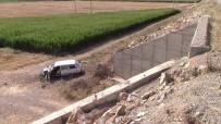 BAHÇELİEVLER - Otomobil Şarampole Uçtu Açıklaması 1 Yaralı