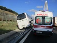 YAVUZ SULTAN SELİM - Tekeri Patlayan Otobüs Bariyerlere Çıktı Açıklaması 5 Yaralı
