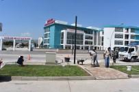 Yeni Hastane Önüne Bas-Geç Trafik Işıkları Monte Ediliyor