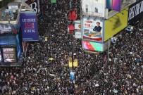 HÜKÜMET - Hong Kong'da Binlerce Kişi Yeniden Sokaklarda