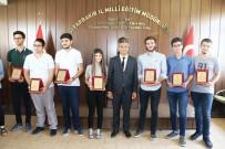 ÖĞRENCİLER - Diyarbakır'da YKS'de Dereceye Giren Öğrenciler Ödüllendirildi