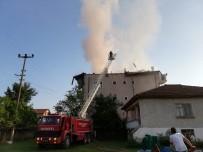Elektrik Kontağından Çıkan Yangın Çatı Katını Küle Çevirdi