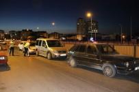 ZİNCİRLEME KAZA - Köprülü Kavşakta Zincirleme Kaza Açıklaması 2 Yaralı