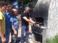 HAYVAN - Süs Tavuğu Besleyen Dernek 1. Yılını Mangalda Tavuk Kanat Yaparak Kutladı