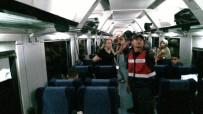 HAYVAN - Yanında Getirdiği Evcil Hayvan İçin Kavga Eden Kadın, Trene 2 Saat Rötar Yaptırdı, Yüzlerce Kişi Mağdur Oldu