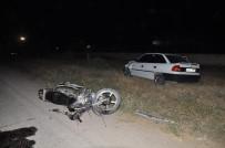 Motosiklet İle Otomobil Çarpıştı Açıklaması 1'İ Ağır 2 Yaralı