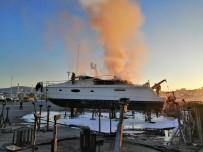 Pendik'de Bulunan Marina'da Yangın Çıktı