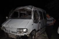 Tarım İşçilerini Taşıyan Minibüs Şarampole Devrildi Açıklaması 1 Ölü, 5 Yaralı