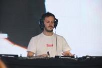 DJ - Ünlü Dj Burak Yeter Açıklaması 'Biz 2 Saat Eğlendiririz, Kendini Dj Sananlar 10 Dakika Eğlendirir'