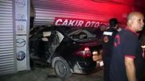 Kahramanmaraş'ta Otomobil Tamirhaneye Girdi Açıklaması 2 Yaralı