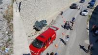 Otomobil 10 Metrelik Üst Geçitten Uçtu Açıklaması 1 Ölü, 4 Yaralı