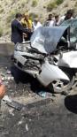 Otomobil İş Makinasıyla Çarpıştı Açıklaması1 Ölü, 3 Yaralı