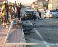 Otomobil, Önce İki Araca Sonra Direğe Çarptı Açıklaması 4 Yaralı