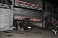 Otomobil Tamirhaneye Daldı Açıklaması 2 Yaralı