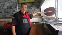 (Özel) Kebabı Türkü İle Yapıyor Serviste Konser Veriyor