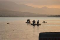 Tekneden Düşen 13 Yaşındaki Çocuk Gölde Kayboldu
