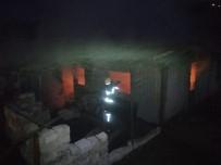 Yangında Külde Dönen Prefabrike Evdeki Aile Son Anda Kurtuldu