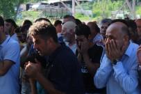 Gölde Boğulan Oğlunu Son Yolculuğuna Gözyaşlarıyla Uğurladı