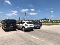 Kaynarca'da İki Otomobil Çarpıştı Açıklaması 1 Yaralı