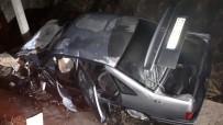 Kaza Yapan Otomobildeki Yaralıları Kurtaran Vatandaşlar Faciayı Önledi