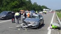 LÜKS OTOMOBİL - Yabancı Plakalı Otomobil Tıra Arkadan Çarptı Açıklaması 3 Yaralı