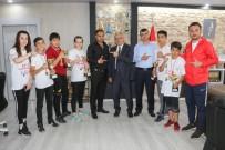 Başkan Öztürk, Muaythaı'cı Sporcuları Kabul Etti
