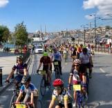 Binlerce Bisikletli 'Görünür Ol'mak İçin Pedal Çevirdi
