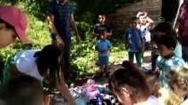 Köy Çocuklarının Oyuncak Ve Pamuk Şeker Sevinci