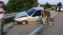 Parçalanan Otomobilden Hafif Yaralı Kurtuldular