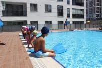 Zeytinburnu'nda Çocuklara Belediyeden Ücretsiz Yüzme Kursu