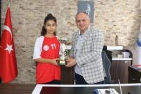Başkan Öztürk Türkiye Şampiyonu Takımı Makamında Kabul Etti