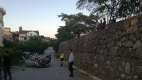 Ehliyetsiz Sürücü Otomobiliyle Duvardan Uçtu Açıklaması 2 Yaralı