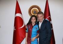 Trabzonspor Başkanı Ağaoğlu, LGS Türkiye Birincisi Çifci'ye Forma Hediye Etti
