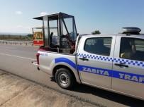 MUSTAFA BULUT - Akülü Aracı Arıza Yapan Engellinin Yardımına Zabıta Koştu