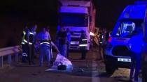 AHMET KOÇ - Lastik Değiştiren Belediye Çalışanlarına Tır Çarptı Açıklaması 2 Ölü, 1 Yaralı