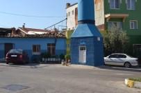 İLGİNÇ GÖRÜNTÜ - Yol Ortasında Kalan Minare Görenleri Şaşkına Çeviriyor