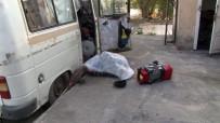 ŞEKER HASTASı - Ankara'da 20 Yıldır Minibüste Yaşayan Cafer Dede Hayatını Kaybetti