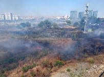 E-5 Kenarında Çıkan Yangın Sürücülere Zor Anlar Yaşattı