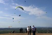 Havada Paraşütleri Birbirine Dolanan İki Paraşütçü, Ölümle Burun Buruna Geldi