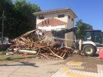 Okul Bahçesindeki Trafo Yıkıldı