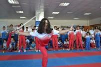 YAZ OKULLARI - Yunusemre'de Wushu - Kung Fu Kursuna Yoğun İlgi