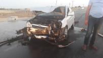 Hafif Ticari Araç İle Otomobil Çarpıştı Açıklaması 4 Yaralı