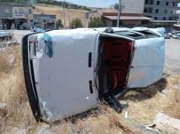 Köpeğe Çarpan Otomobil Şarampole Yuvarlandı Açıklaması 3 Yaralı