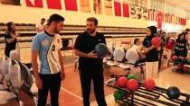 Köyde Kurdukları Takımla Bowling Şampiyonu Oldular