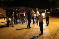 Mahalleliler Esrarengiz 2 Kişi İçin Ellerinde Sopalarla Nöbet Tutuyor