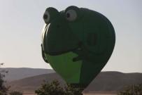 On Binlerce Kişi Görsel Şöleni İzlemek İçin Kapadokya'ya Akın Etti
