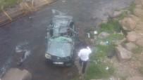 Otomobil Dereye Yuvarlandı Açıklaması 1 Ölü, 1 Yaralı